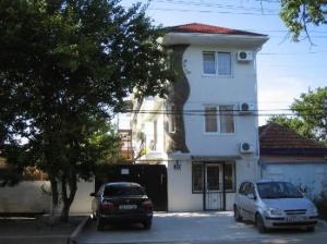 """Гостевой дом """"У Елены"""" расположен недалеко от центра Феодосии"""